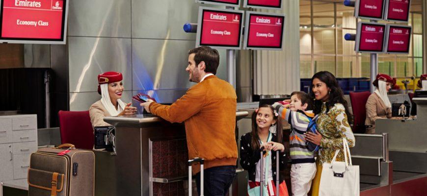 Стойка регистрации Эмирейтс в аэропорту